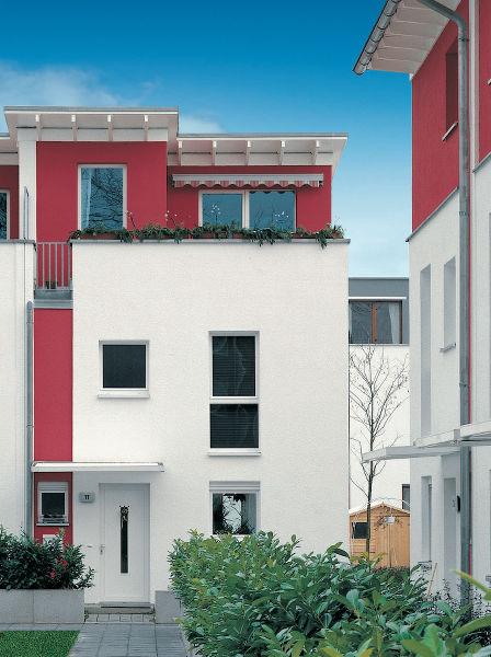 À l élégance de son design aux formes vives, la fenêtre Corona 70 Classic  allie une palette étendue de couleurs et d options décoratives pour  s harmoniser ... f545cd028c9